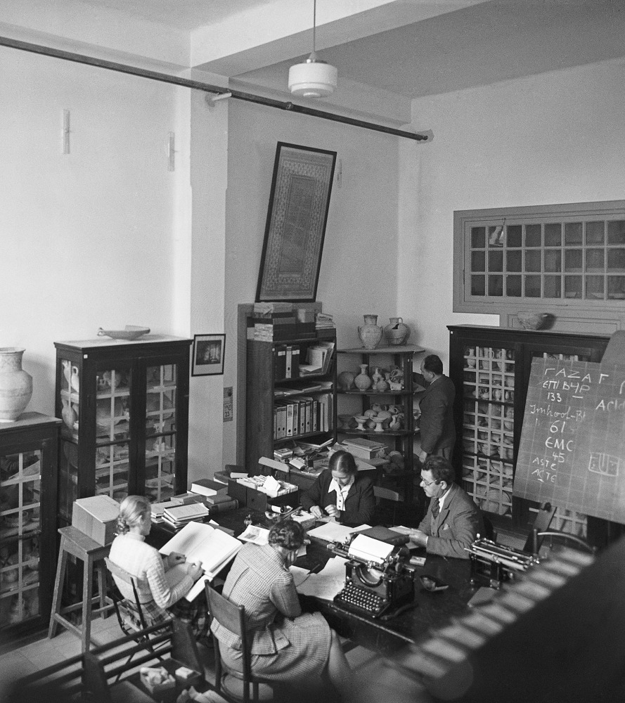 Museum staff at work in the Collections Hall before moving to the new building (1930's),  (The Hebrew University Photo Archives).